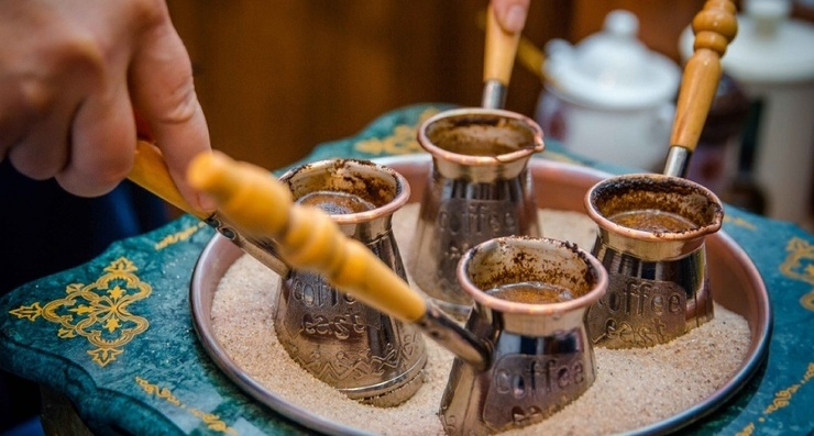 Кто придумал пить кофе с селедкой