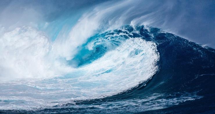 Почему цунами не страшны кораблям в открытом море