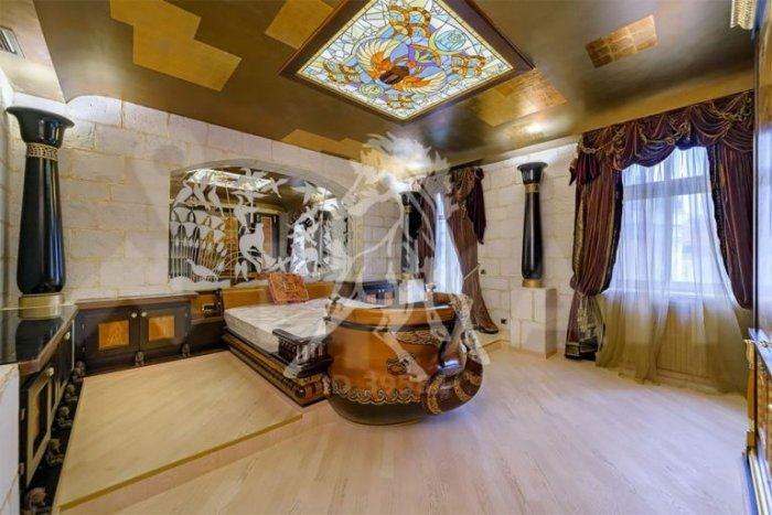 Фараон продаёт квартиру в Москве (8 фото)