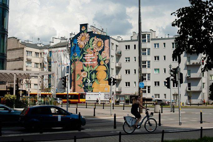 Эта фреска в Варшаве пожирает смог, выполняя работу 720 деревьев
