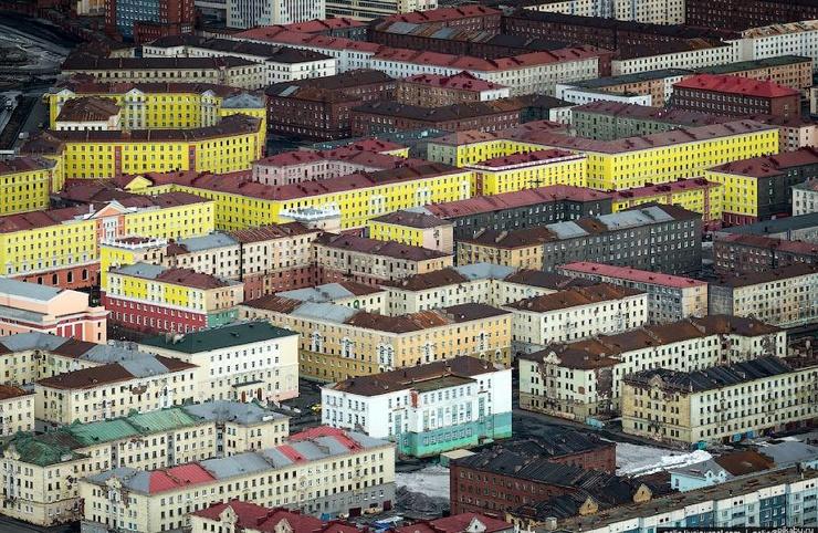 Почему дома в Норильске строили без балконов