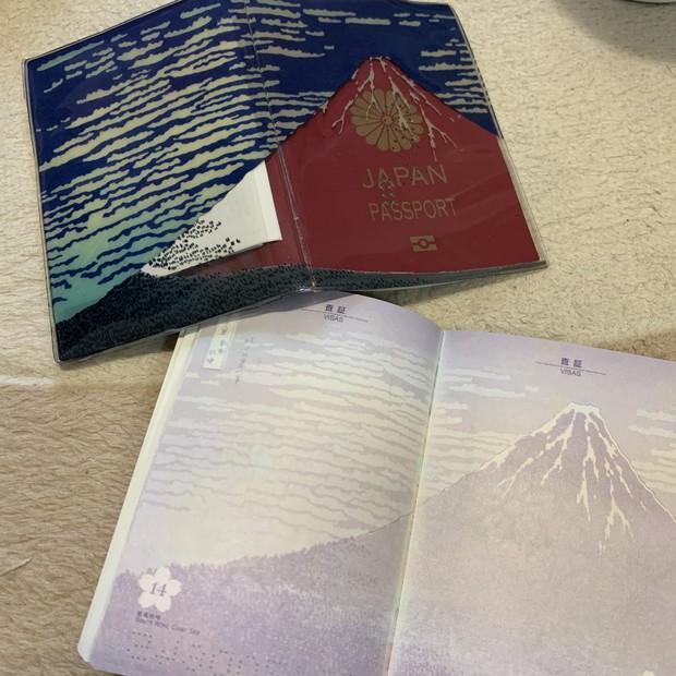 Как выглядит новый японский паспорт