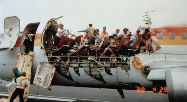 10 самых невероятных авиакатастроф в истории (11 фото)