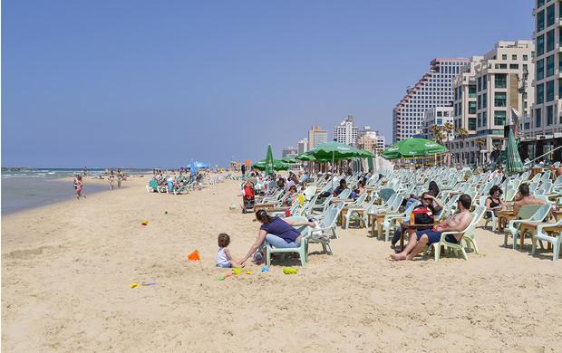 Чудо на пляже как вор случайно спас множество людей от бомбы в Тель-Авиве и стал национальным героем