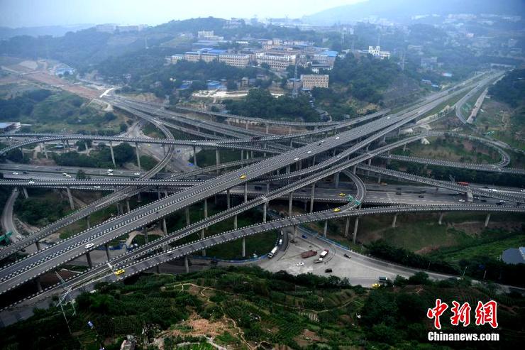 Пятиуровневая автомобильная дорога (10 фото)