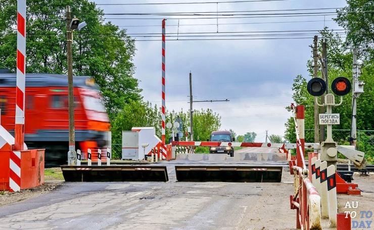Почему на жд переездах в России водителям приходится ждать дольше, чем в Европе