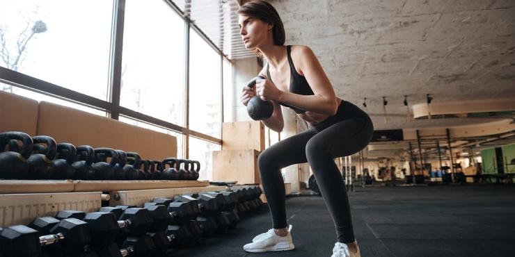 Тренировка дня 7 нестандартных упражнений с гантелями для мощной прокачки тела