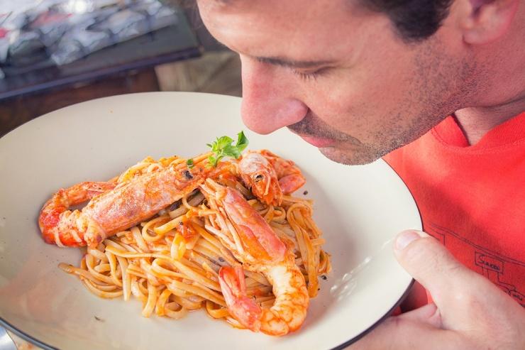 Исследование показало, что запах еды становится слабее, если человек недавно поел