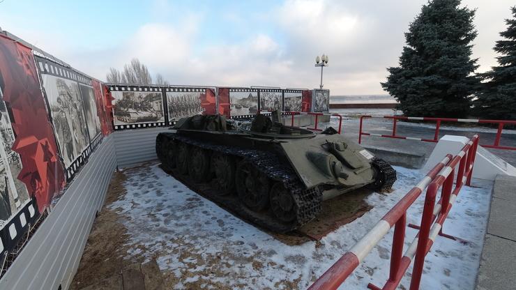 Увидел в центре Волгограда танк Т-34 с оторванной башней. Рассказываю что это за танк (видео)