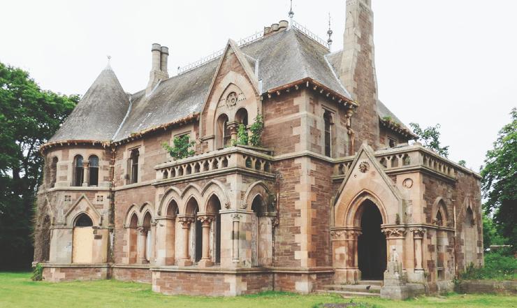 Готический особняк в Шотландии продают всего за 1 доллар