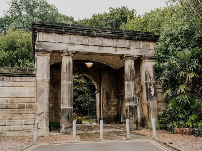 Любителям острых ощущений На Airbnb сдают комнаты на старинном английском кладбище (7 фото)