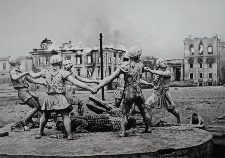 Чем знаменит фонтан Хоровод в Волгограде?  фото  видео