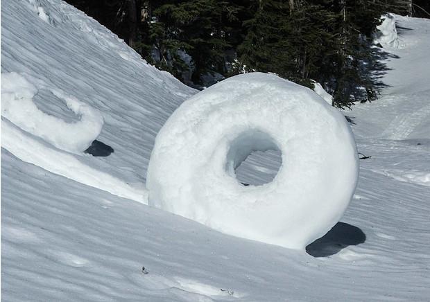 Снежный рулон и полосатый айсберг  два удивительных явления природы