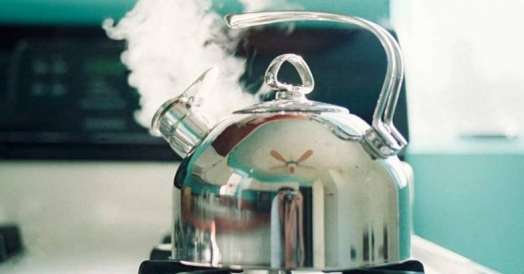 Сколько раз можно без последствий кипятить воду в чайнике?