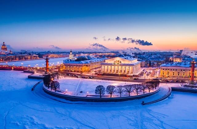В декабре солнце светило в Петербурге менее 13 часов