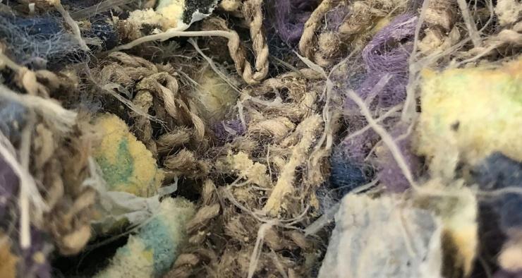 Из старых ковров научились добывать ценное сырье