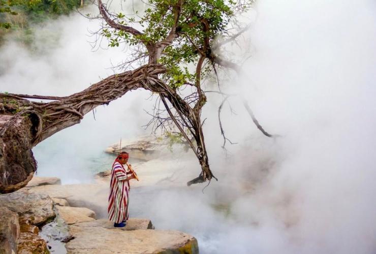 Единственная в мире кипящая река (13 фото)