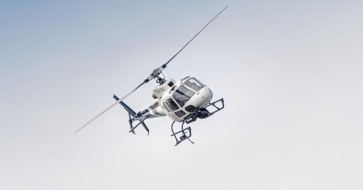 Блогер примотал друга скотчем к вертолету и запустил в небо из-за челленджа