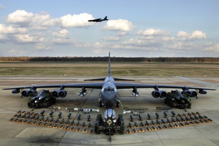 Где бомбардировщик B-52 прячет 35 тонн оружия (видео)