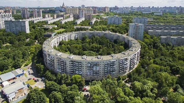 Для чего в советской Москве построили дома-бублики?