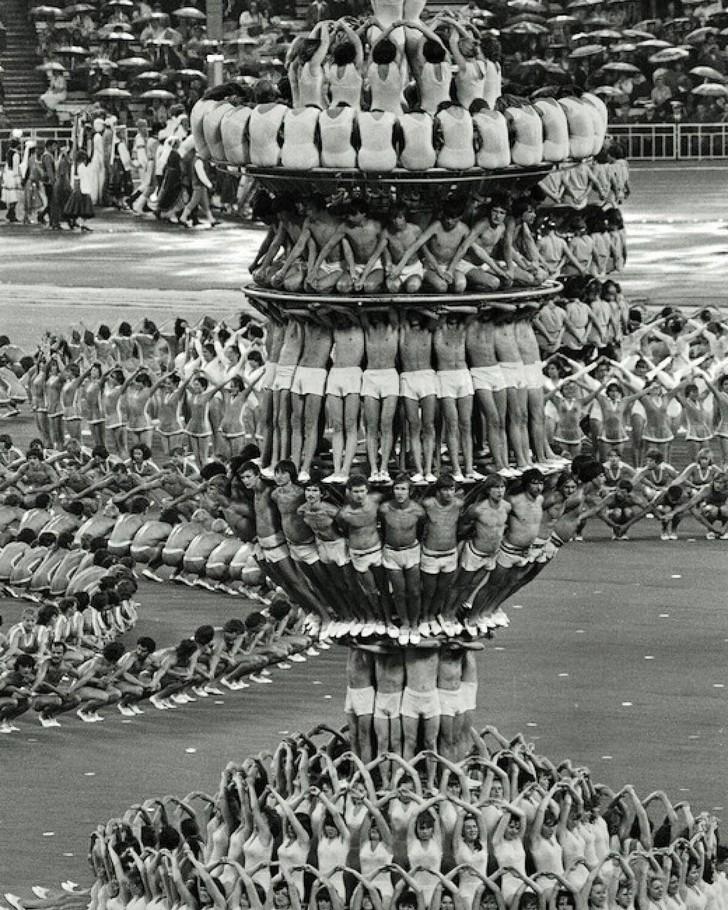 История одной фотографии живая пирамида на открытии Олимпиады-80 в Москве