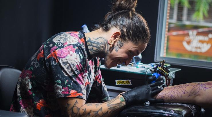 В Москве начали делать временные татуировки с QR-кодом