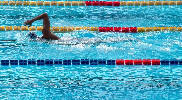 Пловец из России побил мировой рекорд на дистанции 50 метров на спине