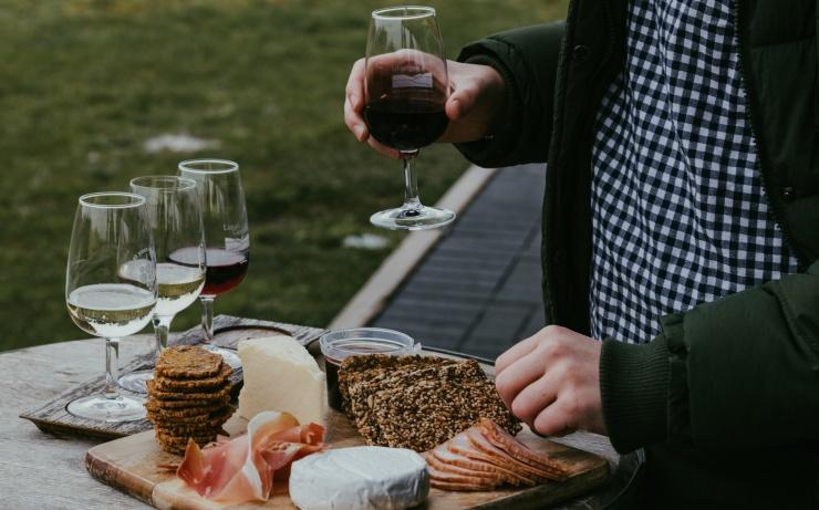 Исследование употребление сыра и вина может улучшить когнитивные способности