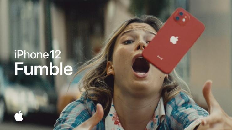 Расслабьтесь, это iPhone Apple выпустила рекламу о суперпрочном стекле в iPhone 12 (видео)