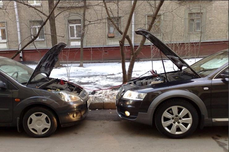 Как безопасно прикурить от чужой АКБ автомобиля