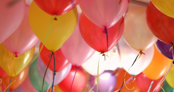 Опасно ли вдыхать гелий из воздушных шаров