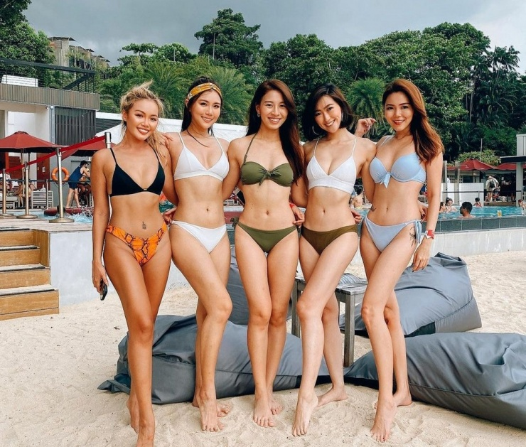 Утренние девочки Сексуальные азиаточки 10.02 фото