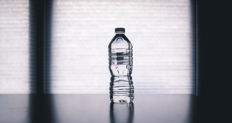 Может ли питьевая вода испортиться