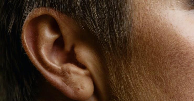 Почему мы не любим звук своего голоса на записи?