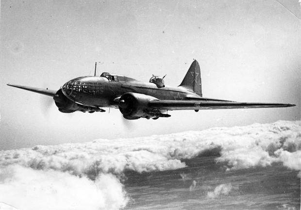 Будни дальнобойщика Ил-4, который первым бомбил Берлин
