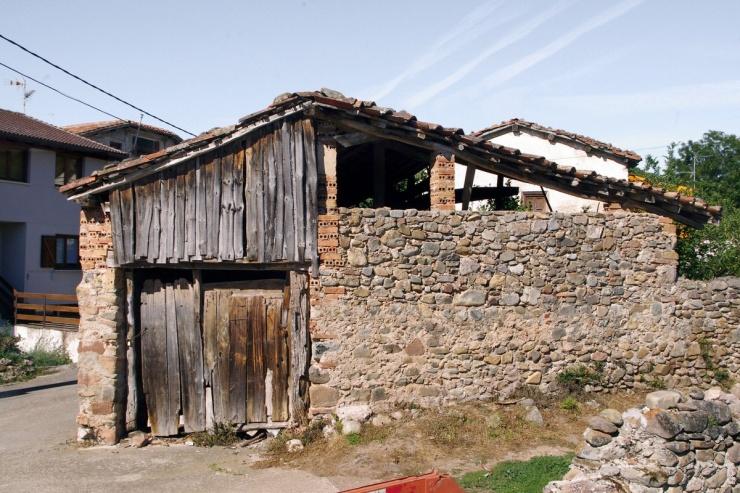 Превращение старого крошечного фермерского сарая в сельский дом в Испании