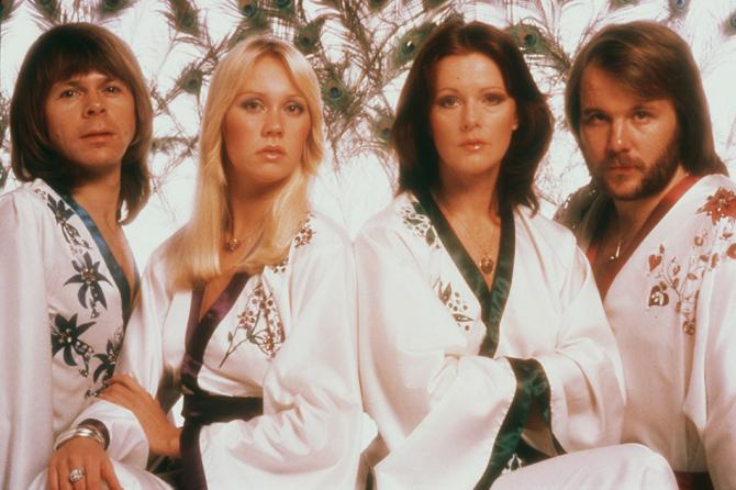 Голограммы группы ABBA отправятся в турне в 2022 году и представят 5 новых композиций