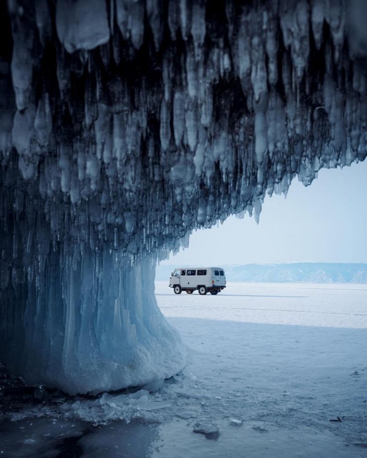 Сказочные снимки замерзшего Байкала Артёма Ронина