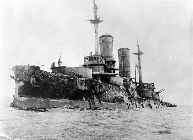 История одной фотографии обстрелянный броненосец Слава в 1917 году