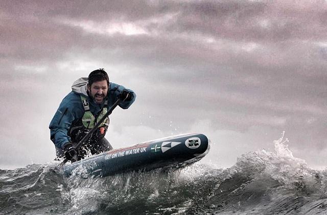 Мужчина за 149 дней обогнул Британию на доске с веслом ... (9 фото)