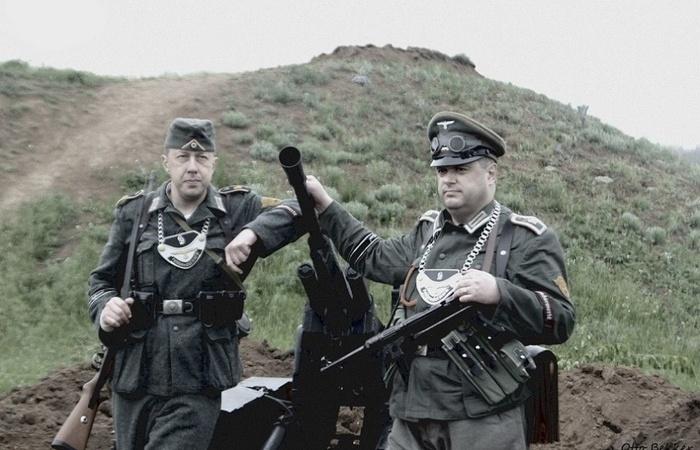 Зачем немецкие солдаты носили на груди пластины на цепи? (7 фото)
