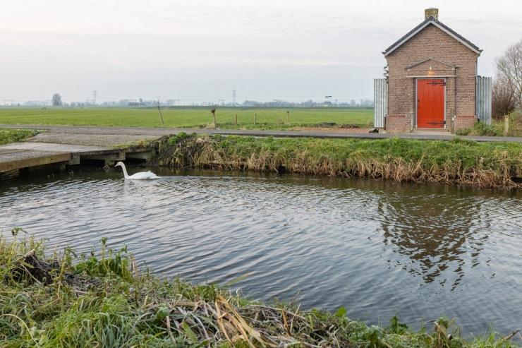 В Нидерландах старую трансформаторную будку превратили в хижину для туристов