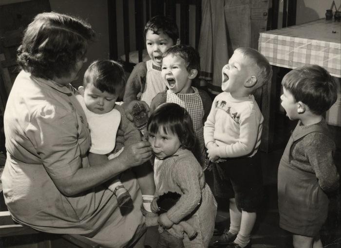 Зачем в СССР детям давали рыбий жир, а потом резко его запретили (8 фото)