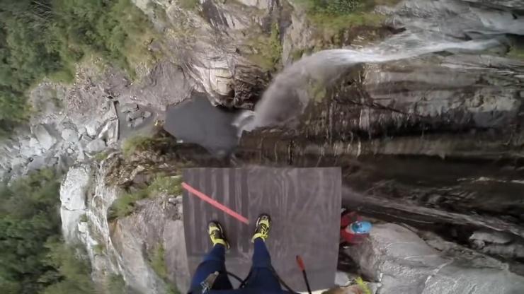 Видео 58,8 метра  мировой рекорд по прыжкам с высоты в воду, как все было