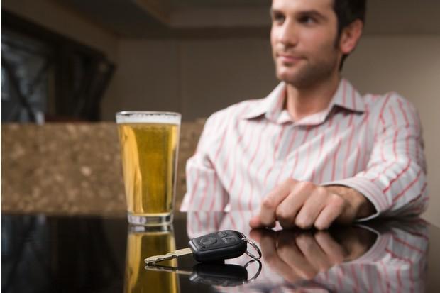 Через сколько часов после употребления разного алкоголя можно за руль? Исчерпывающая таблица