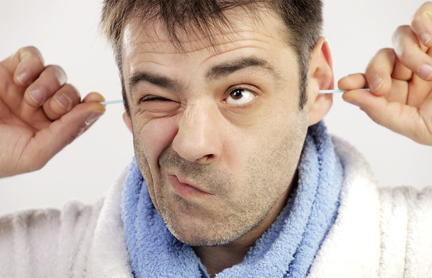 Вредно ли чистить уши?