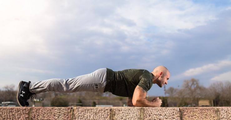 9 вариантов упражнения планка для разных проблемных зон