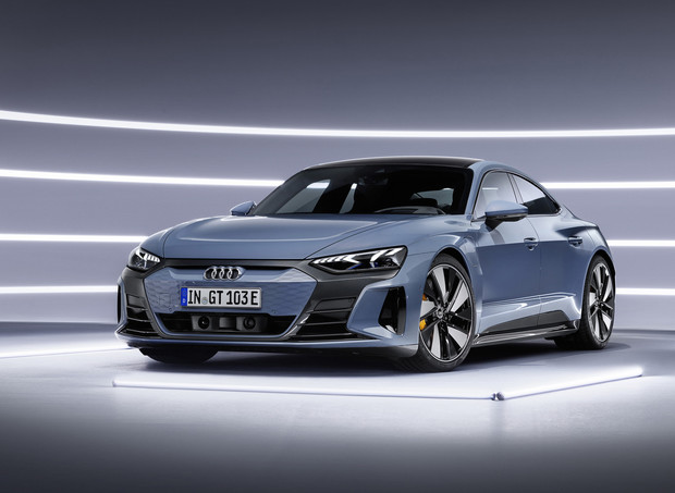Audi представила бешеный электрический седан на базе Porsche