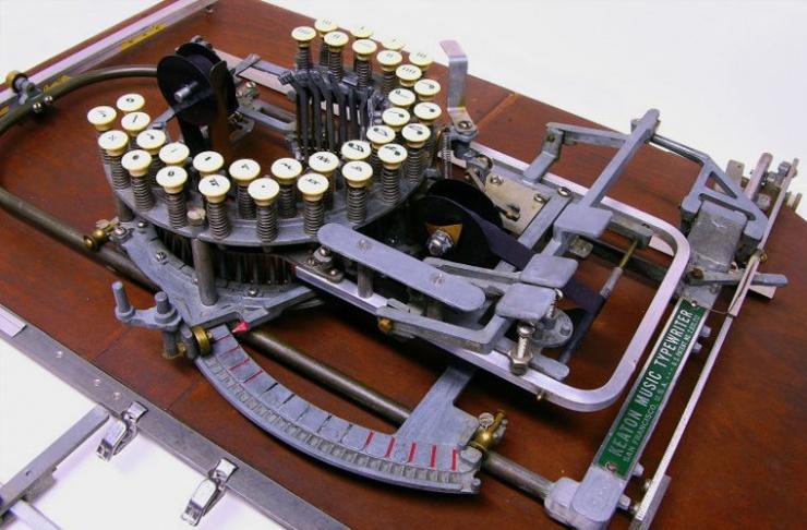 История вещей пишущая машинка с оркестром