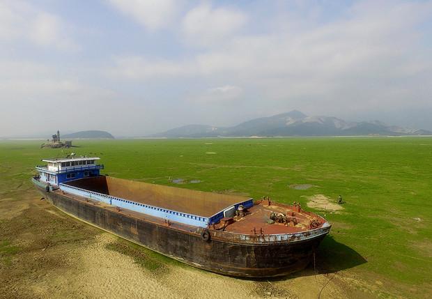 История одной фотографии баржа у озера Поянху